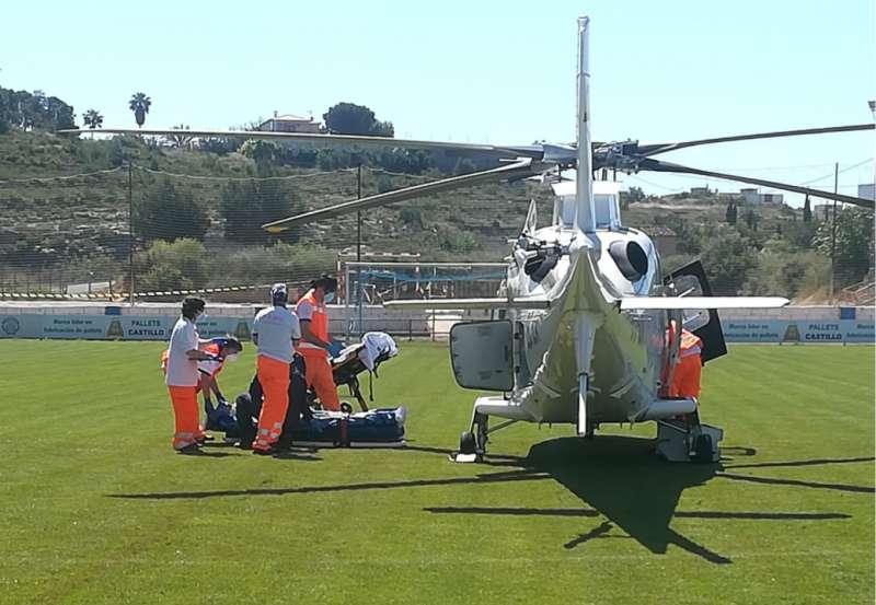 Traslado del accidentado al helicóptero