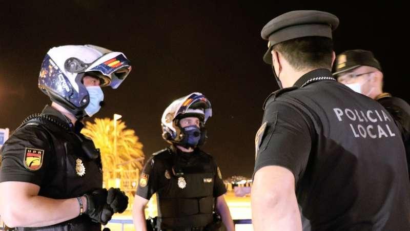Agentes de la Polic�a en un dispositivo.