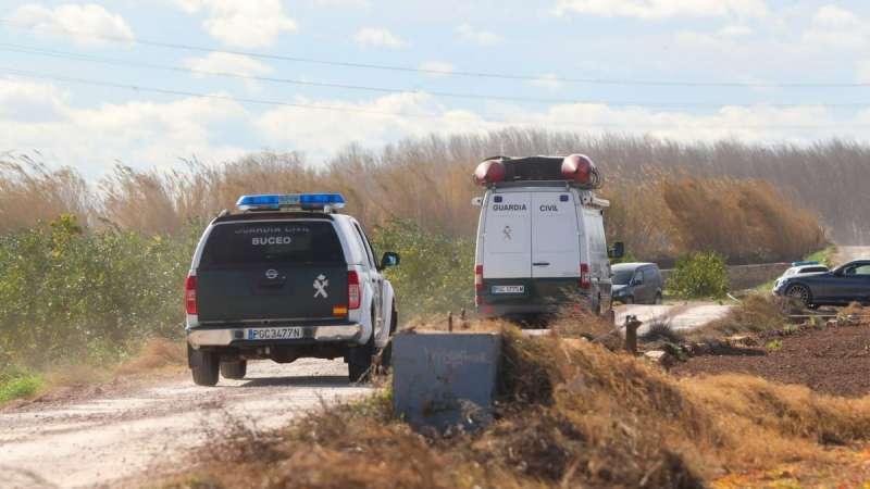 Los GEAS de la Guardia Civil, en la zona para rescatar el cadáver del agua / PACO CALABUIG