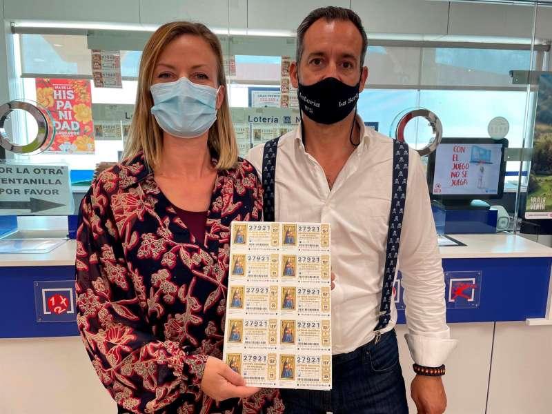 Toni y Soraya, dueños de la administración La Sort de la localidad valenciana de Alzira.