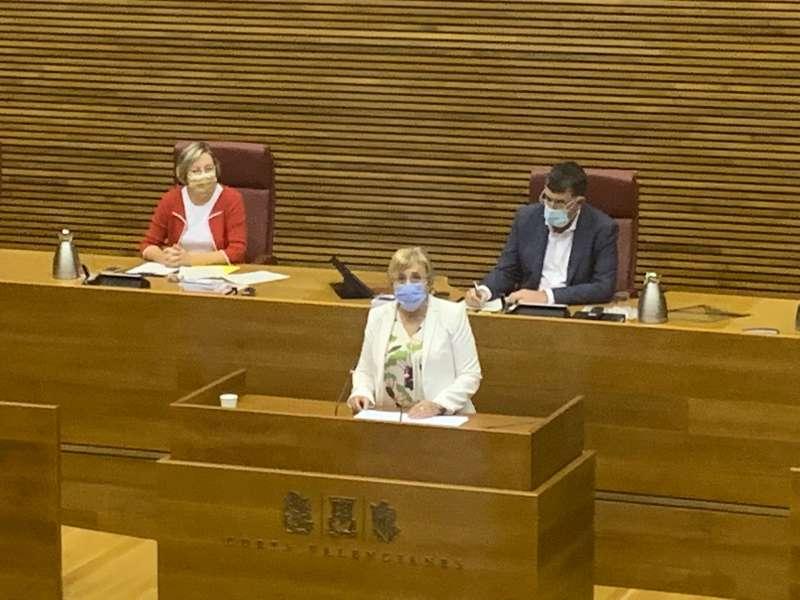 La consellera de Sanidad, Ana Barceló, este lunes en Les Corts Valencianes