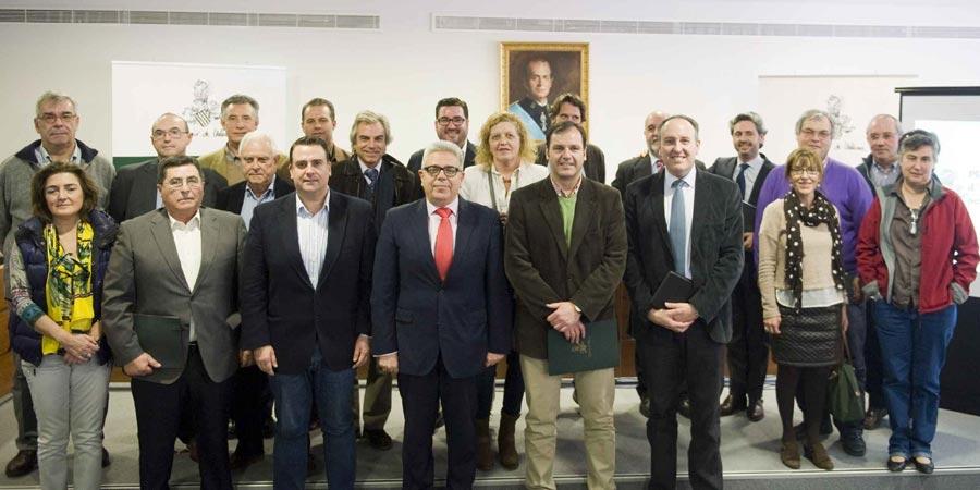 Alcaldes y concejales del Camp de Morvedre en el ayuntamiento de Canet. FOTO ABULAILA