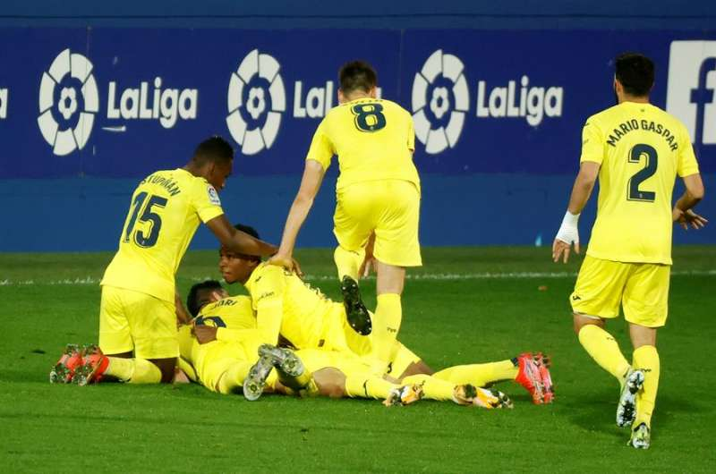 Los jugadores del Villarreal celebran el primer gol del equipo en el encuentro de este jueves ante el Dinamo de Kiev EFE/Doménch Castelló.