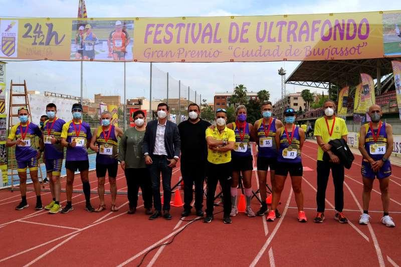 Parte del equipo del CA Els Sitges en el Festival de Ultrafondo celebrado en Burjassot (foto: Amado Bimbo)
