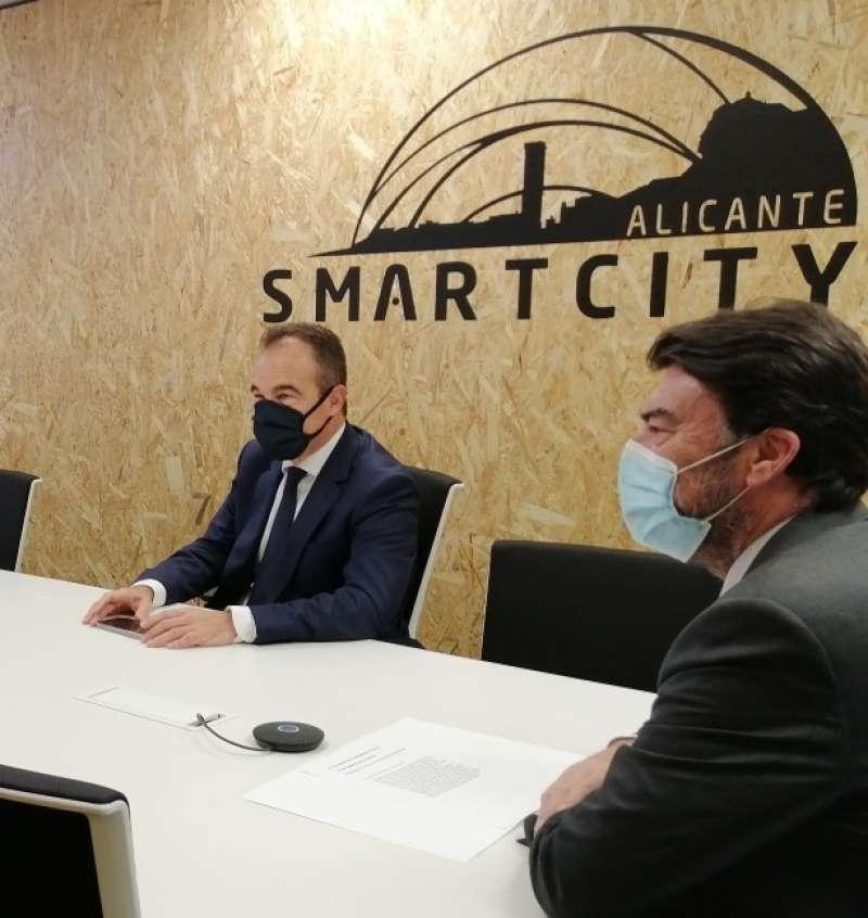 Alcalde con el concejal de innovación