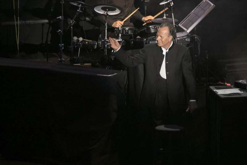 El cantante Julio Iglesias, durante una actuación EFE/Ángel Medina G./Archivo