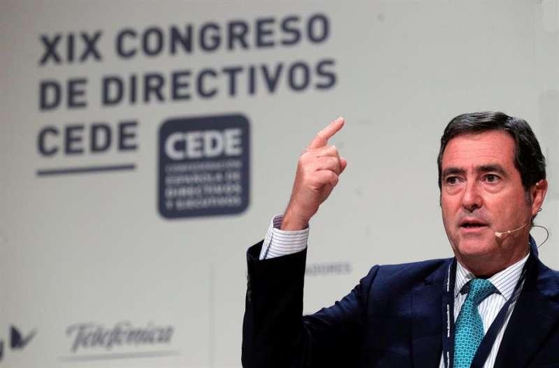 El presidente de la CEOE, Antonio Garamendi, durante su intervención en el congreso. EFE
