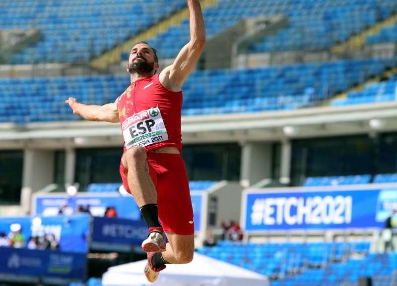 El saltador Eusebio Caceres será iuno de los alicantinos presentes en Tokio 2020. EFE