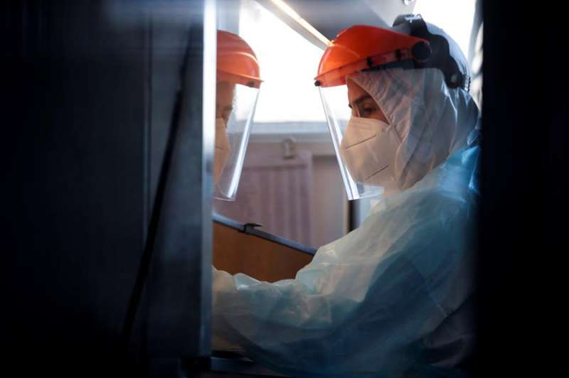 Trabajadores del Instituto de Ciencias Biomédicas (ICBM) EFE/Alberto Valdés/Archivo