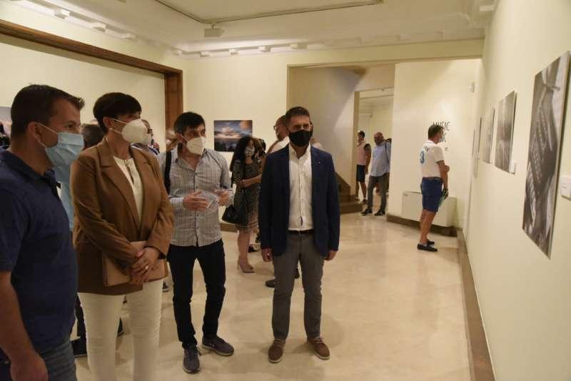 Representantes de la Fundaciòn, del Ayuntamiento y la Agrupación Fotográfica