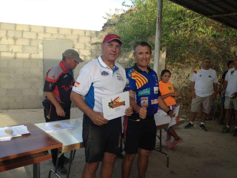 Comeche recogiendo el premio de la I competición Hispania Match de Recorridos de Tiro, celebrada en Valdemoro (Madrid)
