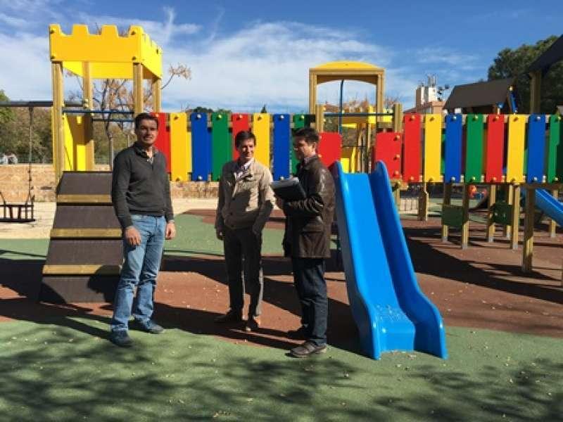 Visita a uno de los parques de Burjassot en una imagen de archivo. EPDA