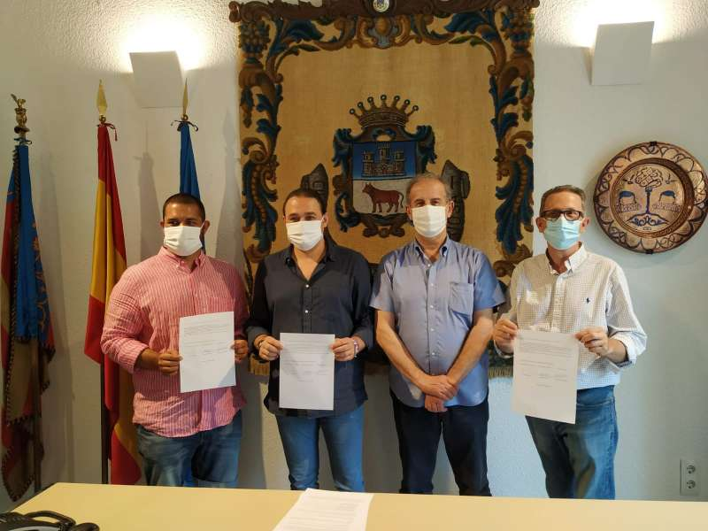 Un momento de la firma del pacto de gobierno. EPDA