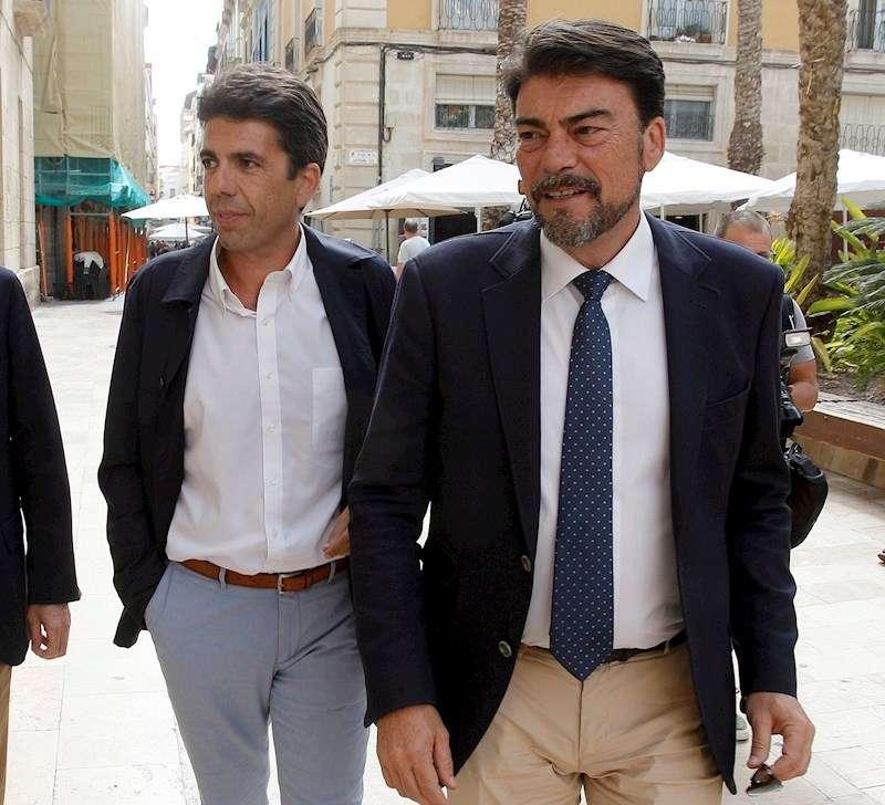 El presidente de la Diputación de Alicante, Carlos Mazón, y el alcalde de la capital alicantina, Luis Barcala (i)- EFE