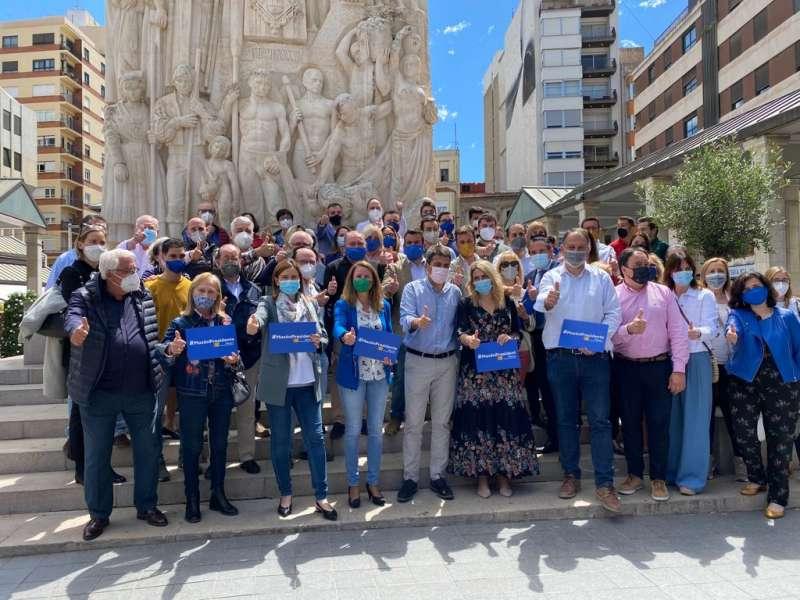 Cargos y militantes del PPCS con Carlos Mazón
