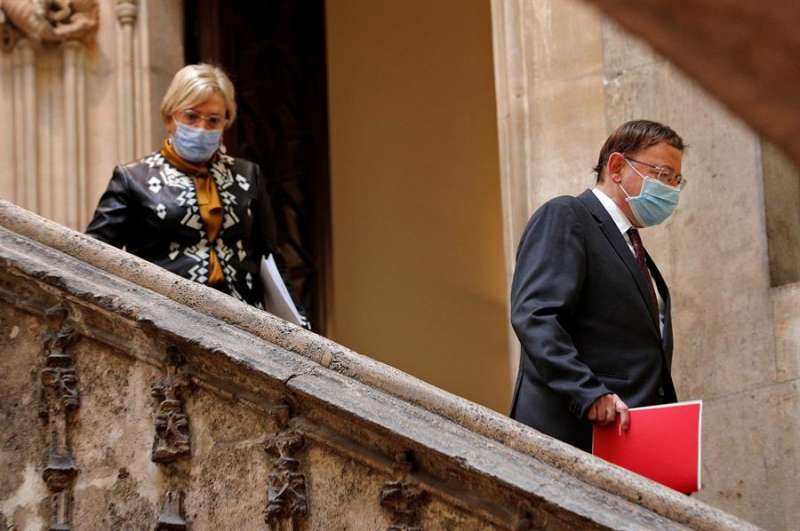 El president de la Generalitat, Ximo Puig, acompañado de la consellera de Sanidad Universal, Ana Barceló. EFE.