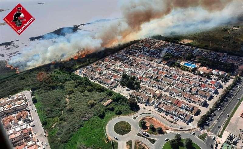 Vista aérea del incendio, en una imagen compartida por el Consorcio de Bomberos de Alicante