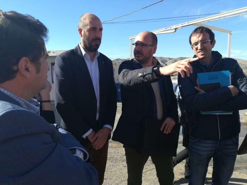 El diputat provincial de Carreteres de visita a la travessia de Pedralba en la carretera CV-377.