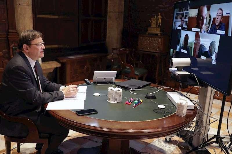 El president Ximo Puig durante la videoconferencia que ha mantenido con representantes empresariales y sindicatos. EFE