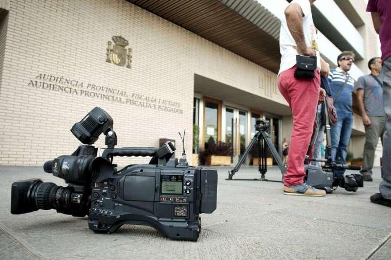 Imagen de archivo de varios medios de comunicación en la Audiencia de Castellón. EFE