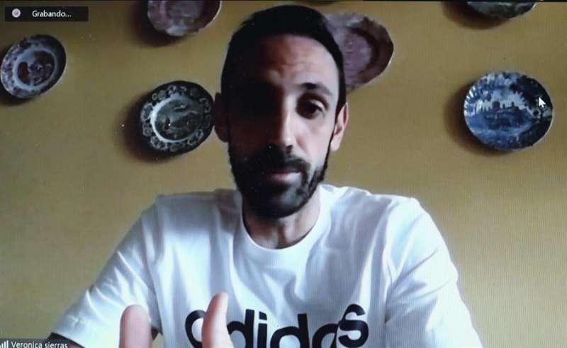 El futbolista español Juanfran Torres durante una videoentrevista con EFE
