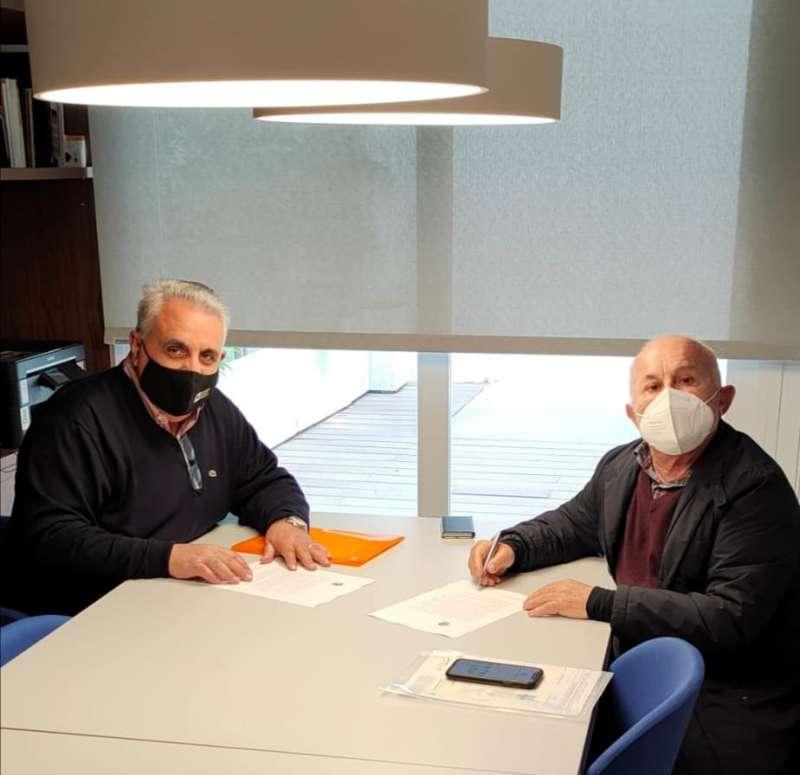 Firma del acuerdo entre la CIJB y la Fundación José Luis López.