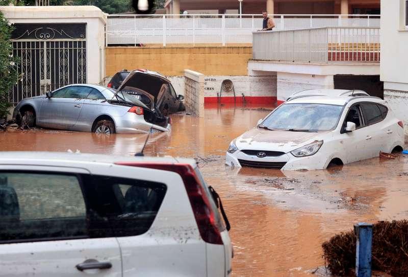 Una tromba de agua dejó 90 litros por metro cuadrado en apenas una hora en Benicàssim (Castellón) a finales de agosto y provocó la inundación de calles y bajos en algunas zonas del municipio.EFE/ Domenech Castelló/Archivo