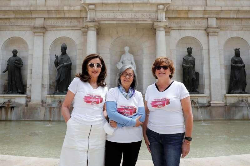 Teresa (i), Maribel (c) y Reme (d) son tres