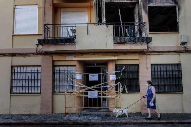 Fachada del edificio incendiado en Xirivella. EFE./ EPDA