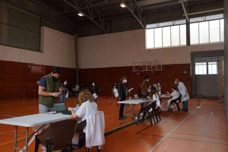 Vacunación en una de las zonas del pabellón. EPDA.