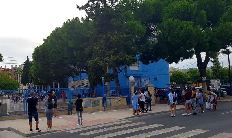 Entrada del alumnado a un centro de Sagunt.