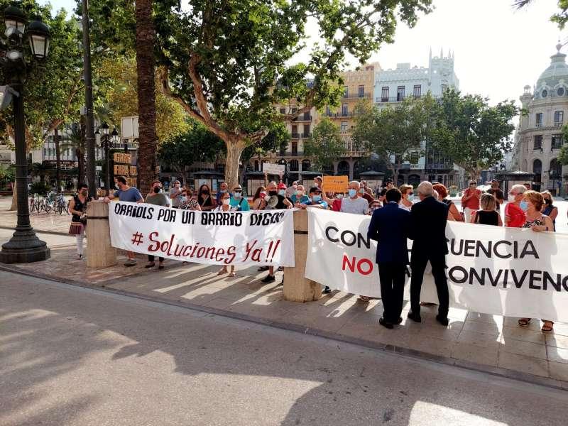 Manifestación de los vecinos de Orriols frente al Ayuntamiento de València. EPDA