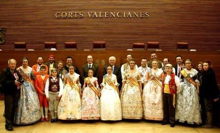 visita de las Falleras y Presidentes de las Comisiones de Xirivella a Les Corts. Foto: EPDA.