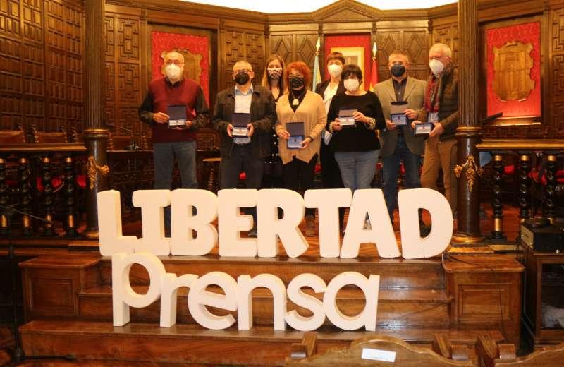 Los periodistas con la alcaldesa y la concejala de comunicación. Foto: MC.Calpe
