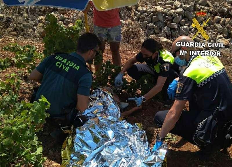Momento del rescate, en una imagen facilitada por la Guardia Civil.
