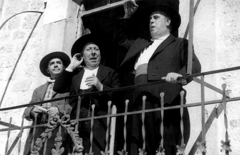 Manuel Morán, José Isbert y Alberto Romea (de drcha a izda) en una escena de la película