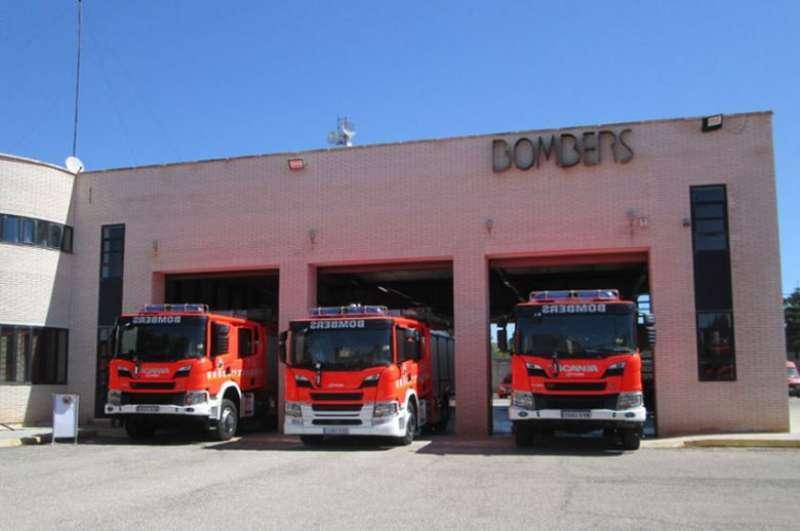 Imagen de archivo de camiones de bomberos.