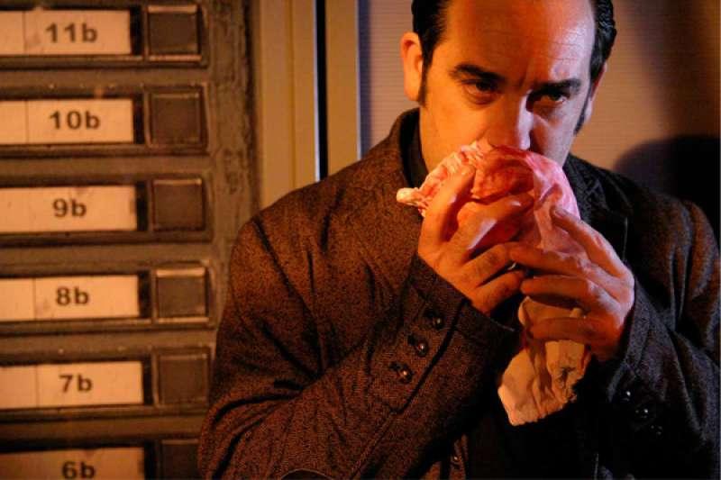 Hongaresa de Teatre repone y actualiza su texto más longevo, la comedia de 1996 Umbral