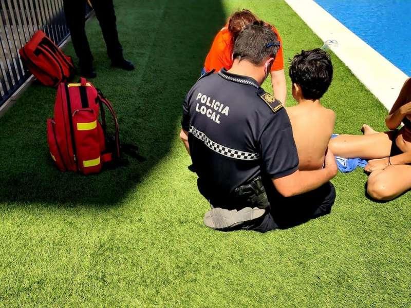 Imagen publicada por la Policía Local de Alboraya en el momento de la intervención al menor.
