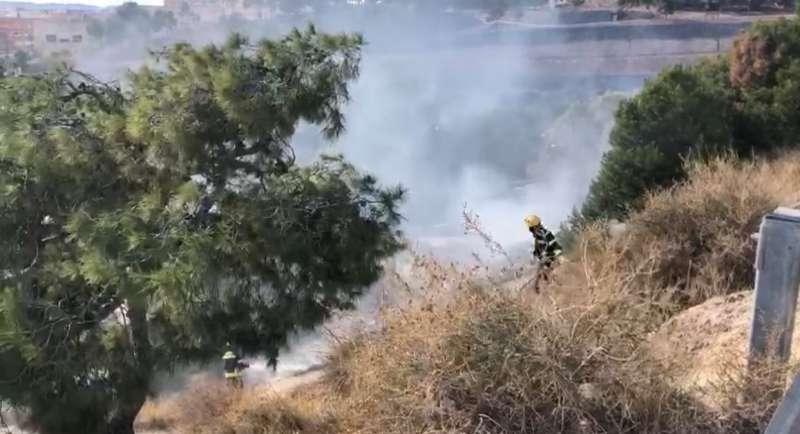 Incendio en el Castillo de San Fernando, Alicante / EPDA