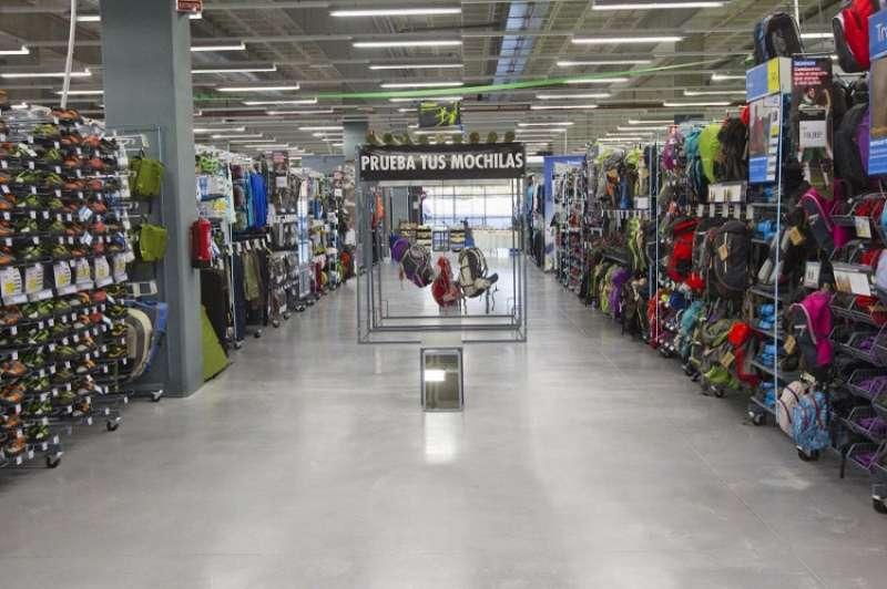 Imagen de archivo del interior de una tienda Decathlon./ EPDA