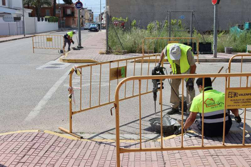 Obres de millora d?embornals i clavegueram a Guadassuar./EPDA
