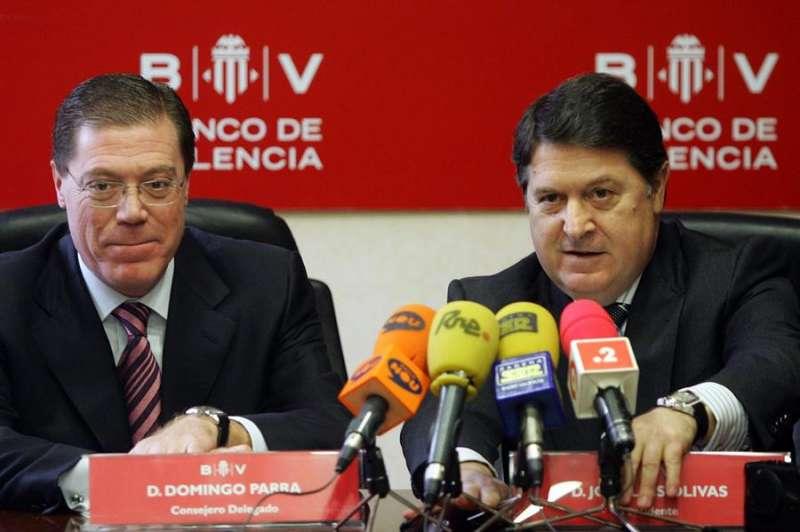 Un entonces presidente del Banco de Valencia, José Luis Olivas (d), y el ese tiempo consejero delegado, Domingo Parra, durante la presentación de resultados de un ejercicio del banco. - EFE
