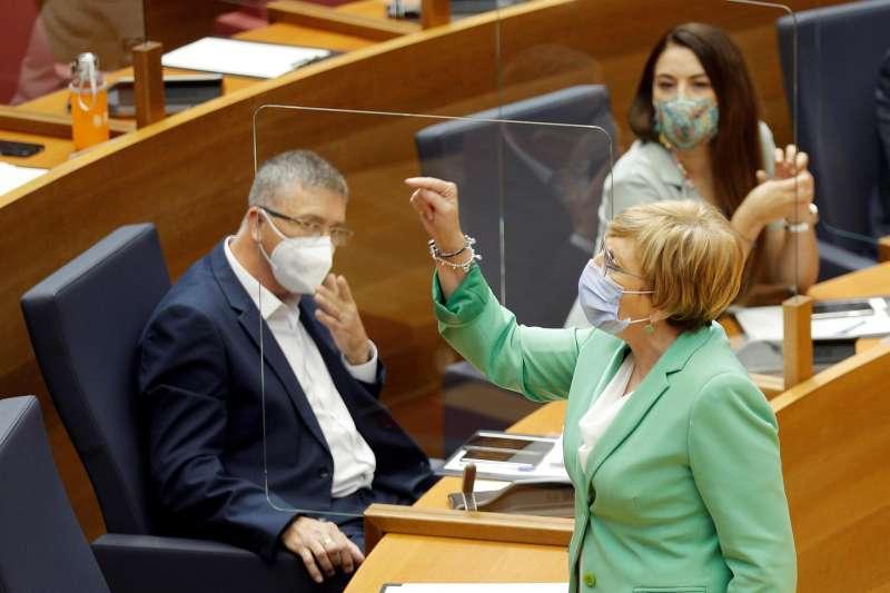 La consellera de Sanidad, Ana Barceló, durante la sesión de control de Les Corts al president de la Generalitat.