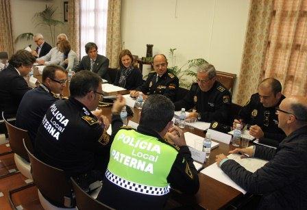 Imagen de una Junta de Seguridad Local con representantes de Policía Local y Nacional, así como representantes políticos.