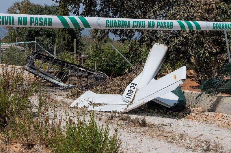 Imagen de los restos de un accidente aéreo entre helicóptero y un ultraligero en el municipio de Inca. EFE/Archivo