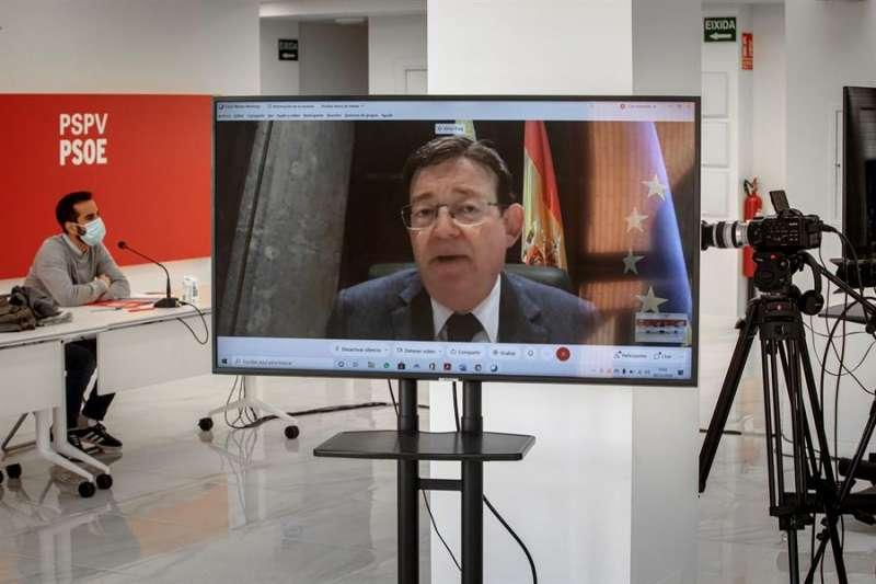 El president de la Generalitat y secretario general de los socialistas valencianos, Ximo Puig, preside, por videoconferencia, la reunión de la comisión ejecutiva nacional del PSPV-PSOE. EFE/Biel Aliño