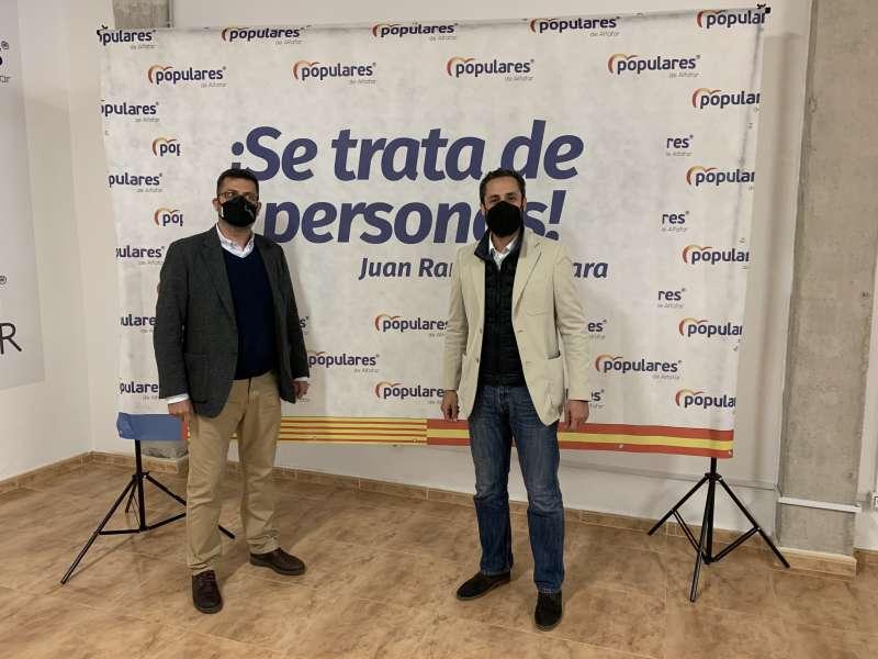 Votación de Juan Ramón Adsuara,presidente local del PP de Alfafar, y visita del coordinador comarcal de l