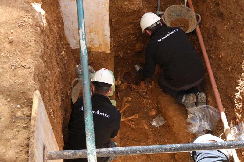 Hallazgo de restos de cinco cuerpos a finales de marzo