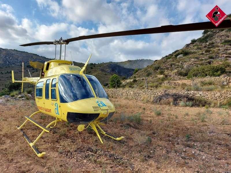 Una imagen del segundo helicóptero incorporado al Consorcio de Bomberos de Alicante. EFE